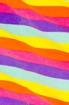 Drapeau de la fierté avec les couleurs de l'arc-en-ciel