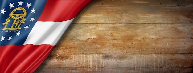 Drapeau de la géorgie sur le vieux mur en bois, usa. illustration 3d