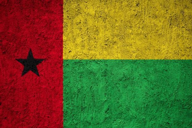 Drapeau de la guinée-bissau peint sur un mur grunge