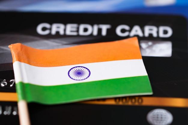 Drapeau indien sur carte de crédit.