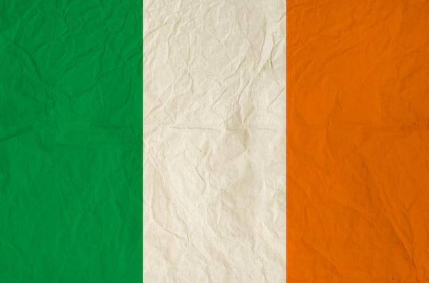 Drapeau de l'irlande avec du vieux papier vintage