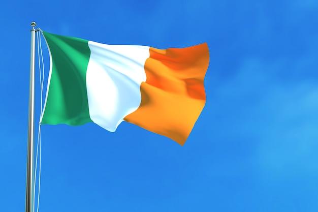 Drapeau de l'irlande sur le fond de ciel bleu rendu 3d