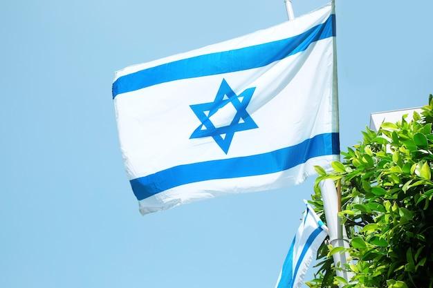 Drapeau d'israël sur le ciel