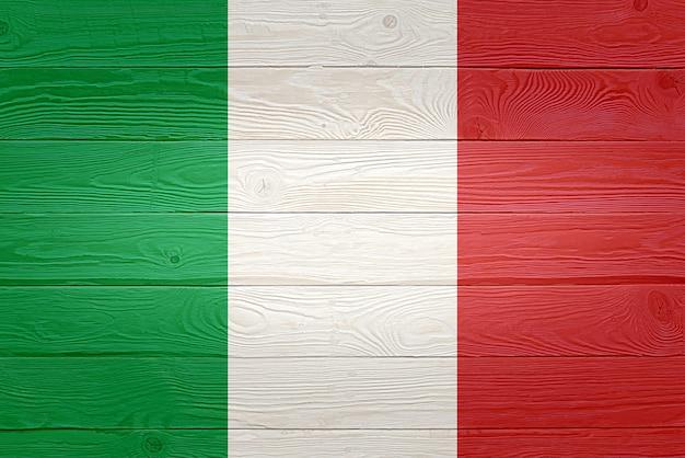 Drapeau italie peint sur fond de planche de bois ancien
