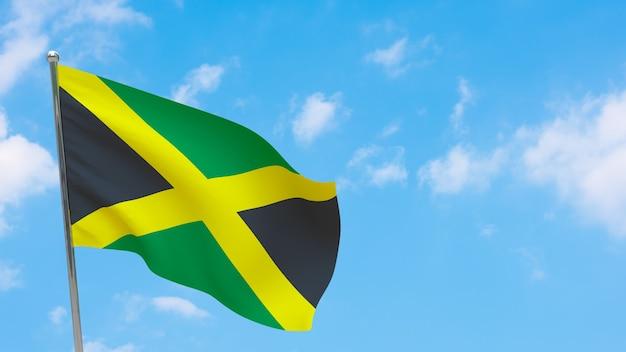 Drapeau de la jamaïque sur le poteau. ciel bleu. drapeau national de la jamaïque