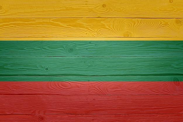 Drapeau de la lituanie peint sur fond de planche de bois ancien