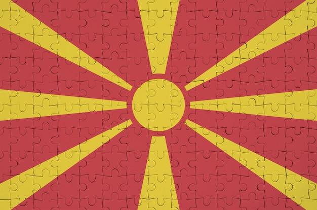 Le drapeau de la macédoine est représenté sur un puzzle plié