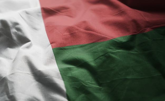 Le drapeau de madagascar froissé de près