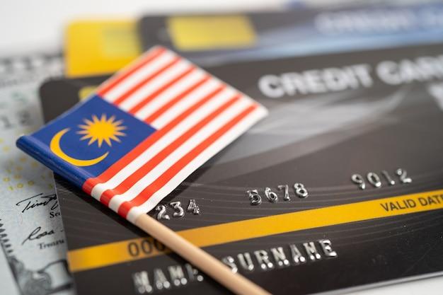Drapeau de la malaisie sur la carte de crédit développement des finances statistiques des comptes bancaires