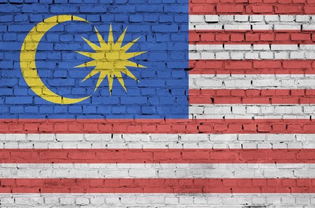 Le drapeau de la malaisie est peint sur un vieux mur de briques