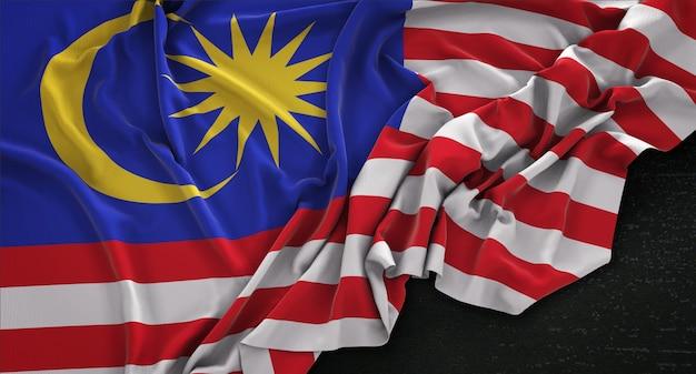 Drapeau malaisien enroulé sur fond sombre 3d rendre