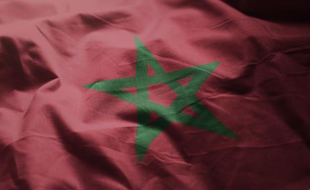 Le drapeau marocain est froissé de près