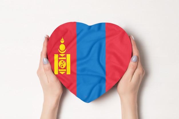 Drapeau de la mongolie sur une boîte en forme de coeur