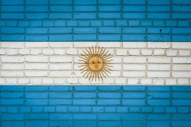 Drapeau national de l'argentine représentant sur un vieux mur de briques