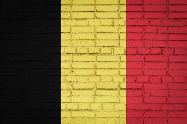 Drapeau national de la belgique représentant sur un vieux mur de briques