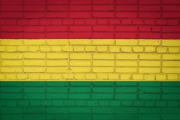 Drapeau national de la bolivie représentant sur un vieux mur de briques