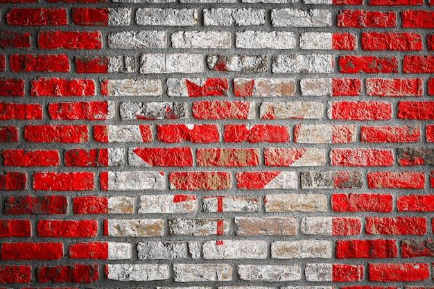 Drapeau national du canada sur un vieux mur de briques