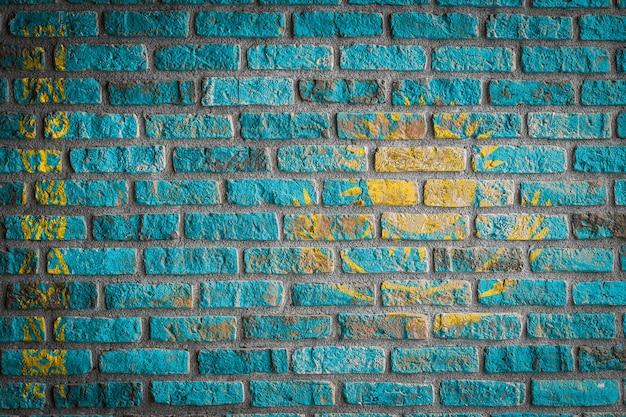 Drapeau national du kazakhstan sur un vieux mur de briques