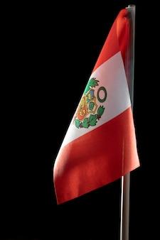 Drapeau national du pérou avec symbole