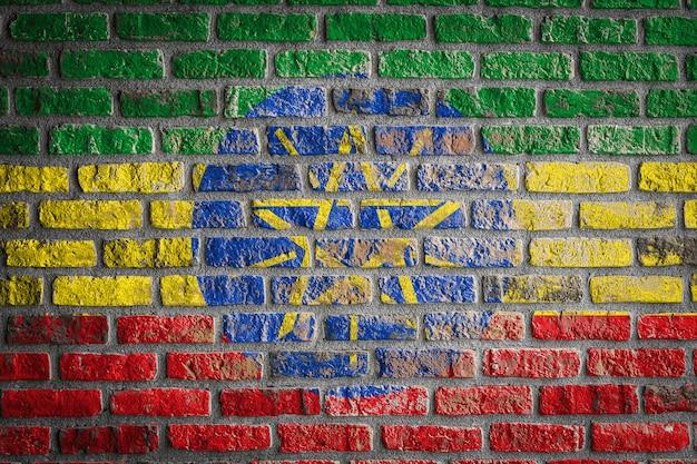 Drapeau national de l'éthiopie sur un vieux mur de briques