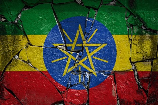 Drapeau national de l'éthiopie sur un vieux mur de pierre