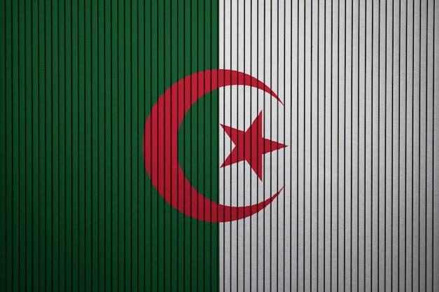 Drapeau national peint de l'algérie sur un mur de béton