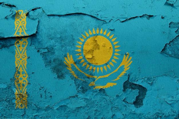 Drapeau national peint du kazakhstan sur un mur de béton