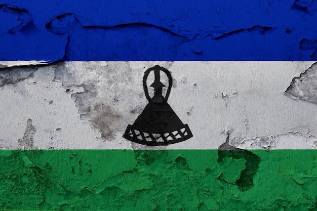 Drapeau national peint du lesotho sur un mur de béton
