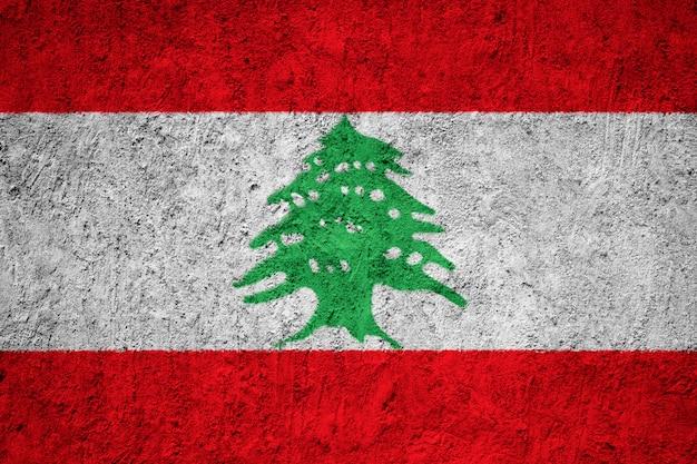 Drapeau national peint du liban sur un mur de béton