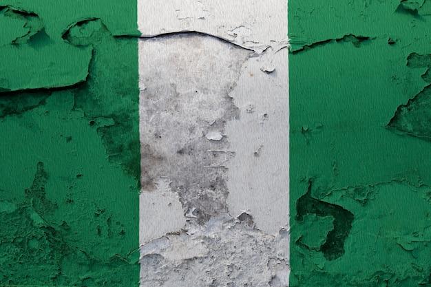 Drapeau national peint du nigeria sur un mur de béton
