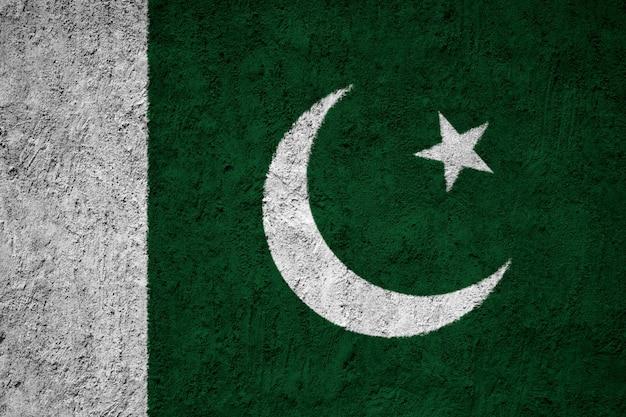Drapeau national peint du pakistan sur un mur de béton