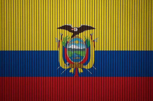 Drapeau national peint de l'equateur sur un mur de béton