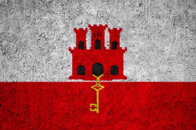 Drapeau national peint de gibraltar sur un mur de béton