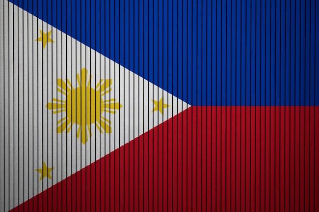 Drapeau national peint des philippines sur un mur de béton