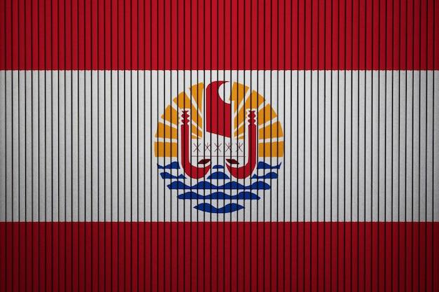 Drapeau national peint de polynésie française sur un mur de béton