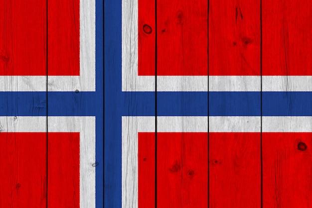 Drapeau de la norvège peint sur une vieille planche de bois