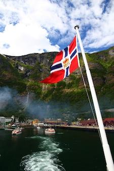 Drapeau norvégien sur un bateau