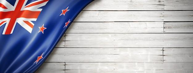 Drapeau de la nouvelle-zélande sur le vieux mur blanc