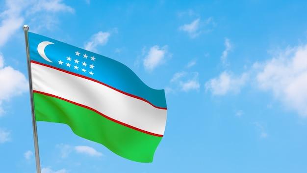 Drapeau de l'ouzbékistan sur poteau. ciel bleu. drapeau national de l'ouzbékistan