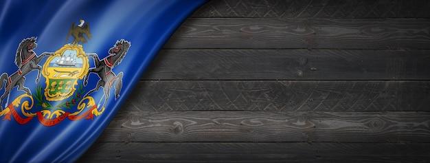 Drapeau de la pennsylvanie sur la bannière murale en bois noir, usa