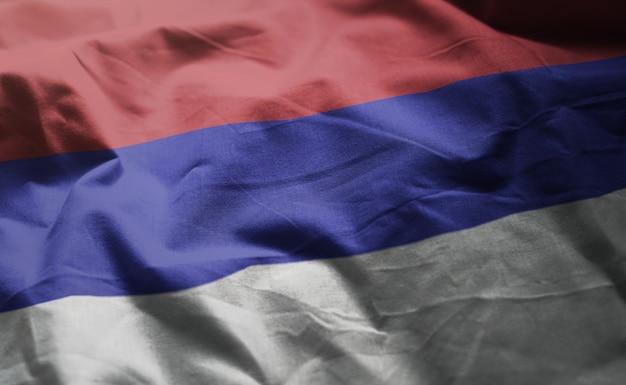 Drapeau de la republika srpska froissé de près