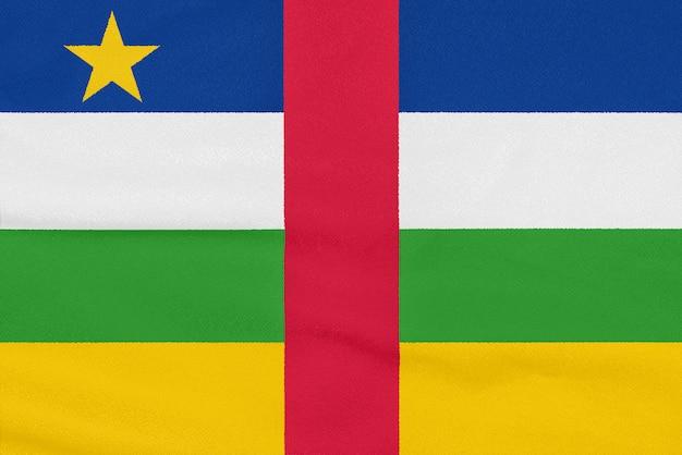 Drapeau de la république centrafricaine sur tissu texturé. symbole patriotique