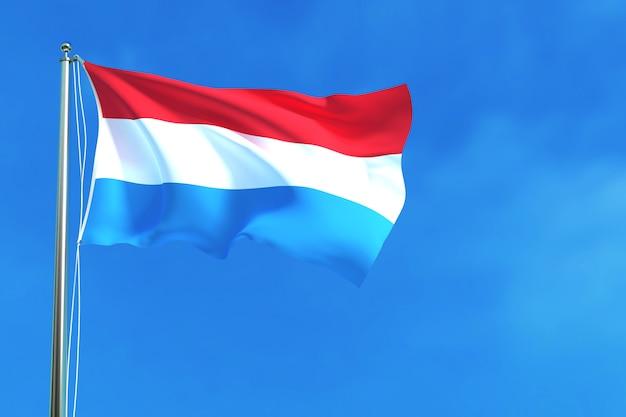 Drapeau de la république du luxembourg sur le fond de ciel bleu