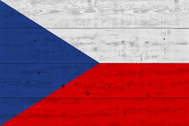 Drapeau de la république tchèque peint sur une vieille planche de bois