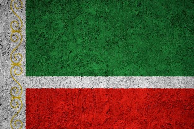 Drapeau de la république tchétchène sur le mur de béton grunge