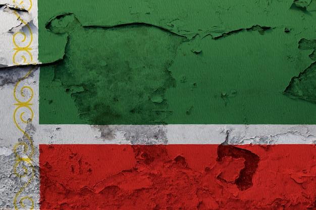 Drapeau de la république tchétchène peint sur un mur fissuré grunge