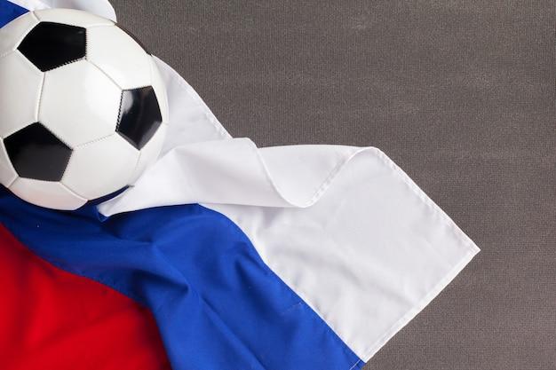 Drapeau de la russie avec ballon de football