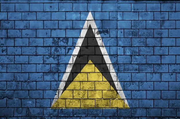 Le drapeau de sainte-lucie est peint sur un vieux mur de briques