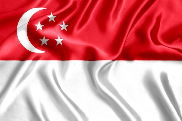 Drapeau de singapour en gros plan de soie