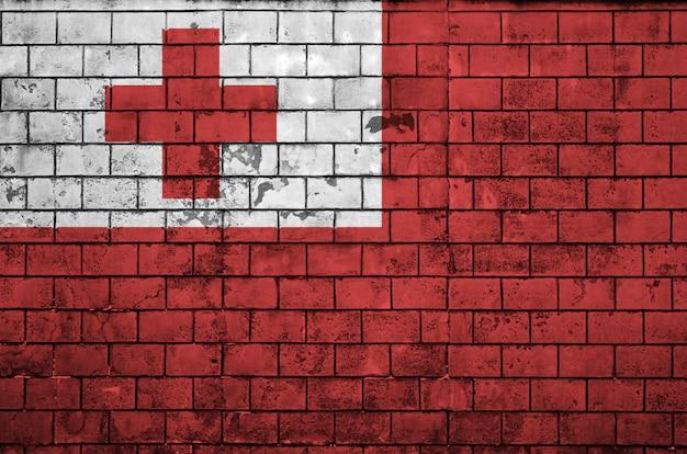 Le drapeau des tonga est peint sur un vieux mur de briques